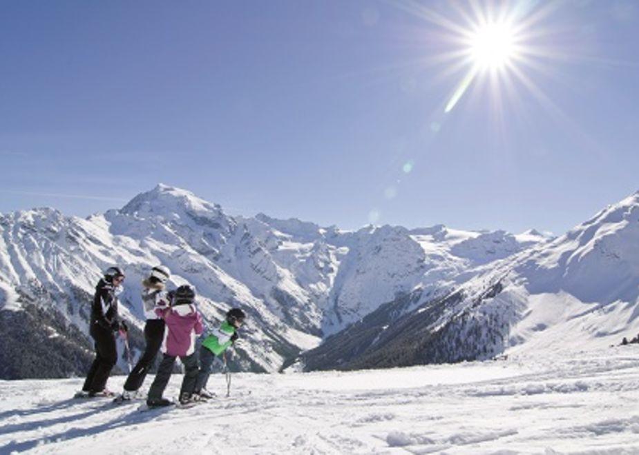 Familienhotels Südtirol sulla neve: divertimento e avventura, tra escursioni, sport e giochi in sicurezza