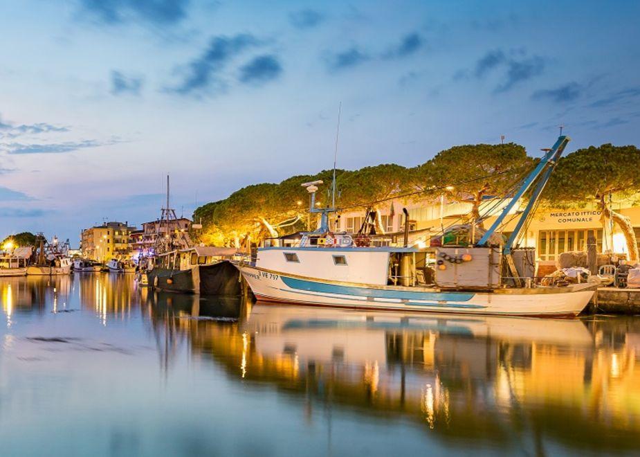 Caorle, dal mare alla tavola: scoprire la tradizione della pesca tra il porto e i ristoranti tipici