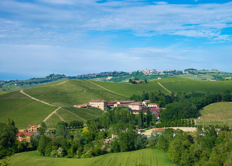 Destinazione Villaggio Fontanafredda, l'Ospitalità tra visite alle cantine, passeggiate e incontri culturali