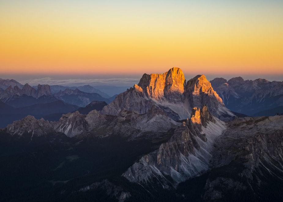 L'esperienza unica dell'alba sulle Dolomiti  con Tofana - Freccia nel Cielo e Marmolada - Move to the Top