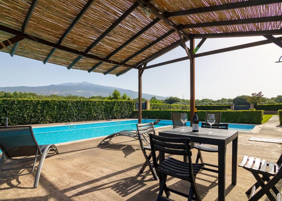 Villa dei Baroni: vacanze in Wine Resort ai piedi dell'Etna tra ospitalità e degustazioni in totale sicurezza